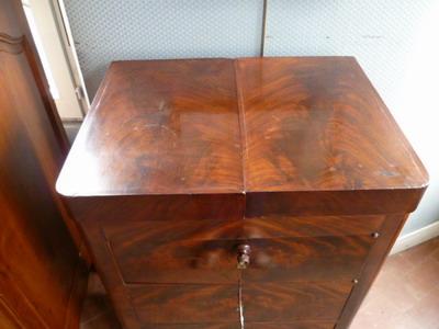 Catalogue chevets consoles petites tables empire louis for Meuble bateau acajou